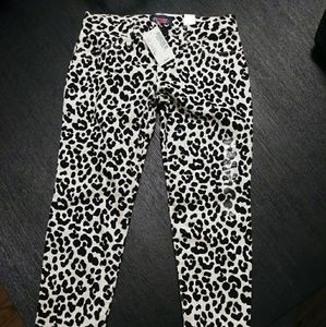 Children's place cheetah/ leopard print pants.